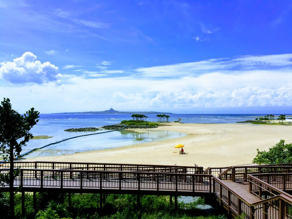 Okinawa Emerald Beach mit Blick auf Ie Jima